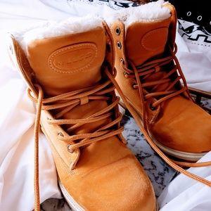 Lugz Shoes - Tan Fluffy Lugs